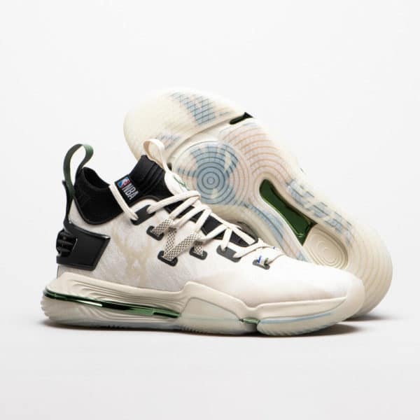 Chaussure de basket grande pointure NBA Milwaukee